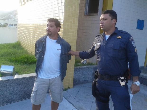 Homem é preso por roubar o próprio carro em Arraial do Cabo (Foto: Renata Cristiane)