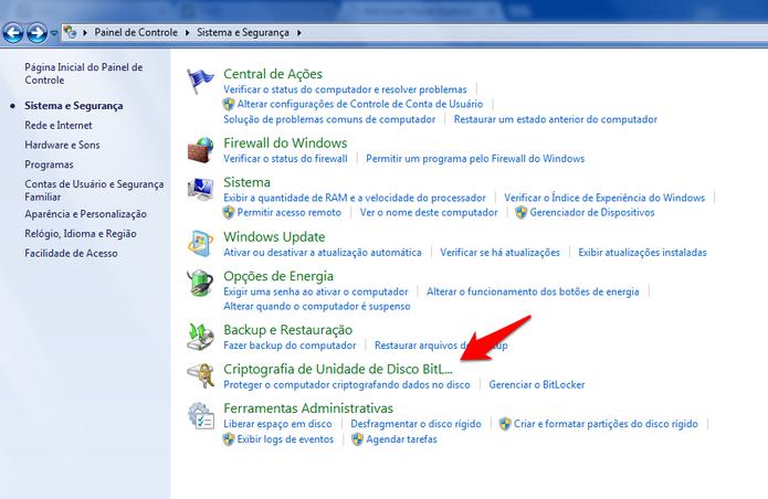 Acessando as configurações do BitLocker pelo Painel de Controle no Windows 7. (Foto: Reprodução/Alessandro Junior)