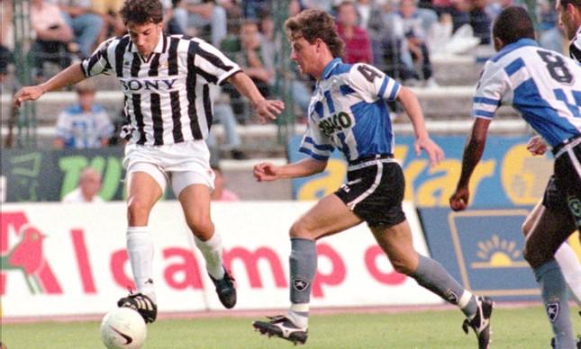 O Botafogo jogando com a camisa do Deportivo no Teresa Herrera de 1996