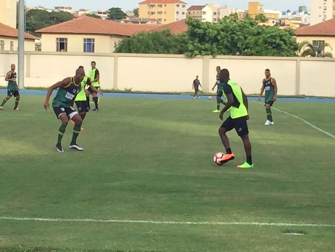 Sassá durante treino do Botafogo nesta sexta-feira (Foto: Felippe Costa)