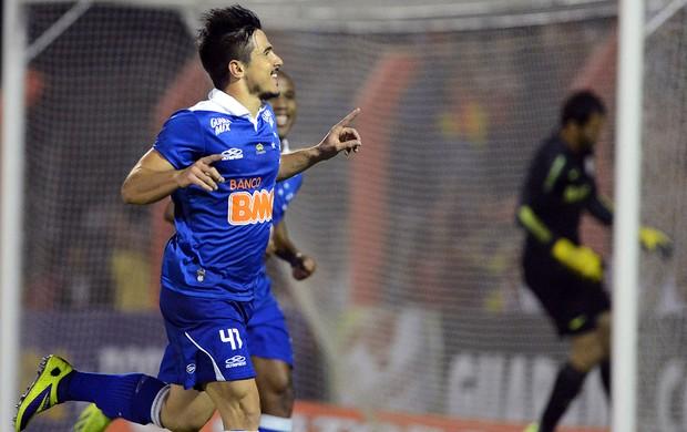 Willian gol Cruzeiro contra o Internacional (Foto: Edu Andrade / Ag. Estado)
