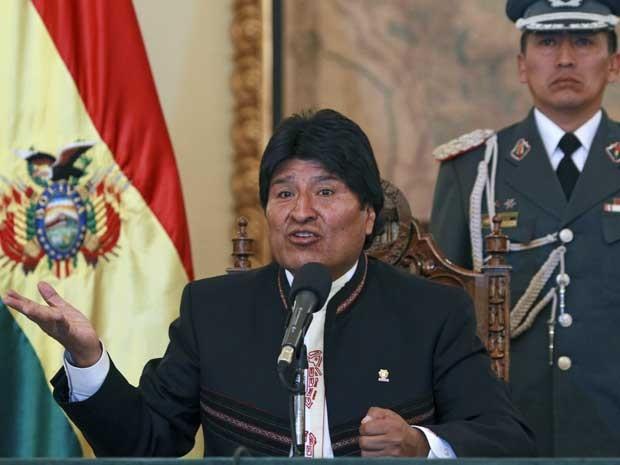 Presidente da Bolívia, Evo Morales, fala à imprensa no palácio presidencial em La Paz  nesta sexta-feira (19) (Foto: Juan Karita/ AP)