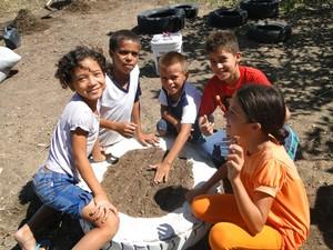 Crianças participam do projeto Ensaio Ambiental. (Foto: Paulo da Silva Santos)