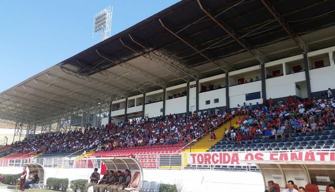 Melão poderá receber até 9 mil torcedores em Varginha (Foto: Régis Melo)
