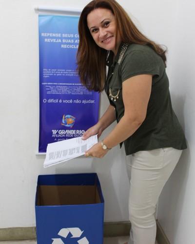 A gerente de Recursos Humanos e Responsabilidade Social, Marli Ruys, falou da importância de reciclagem.  (Foto: Magda Lomeu)