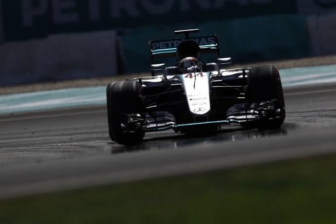 Lewis Hamilton no treino para o GP da Malásia (Foto: Reuters)