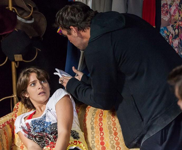 Lobão ameaça dopar Karina com éter novamente (Foto: Artur Meninea/Gshow)
