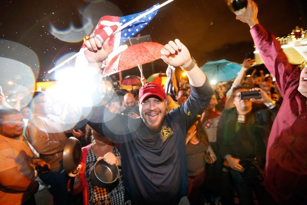 Cubanos celebram em Miami a morte de Fidel Castro (Foto: AFP)