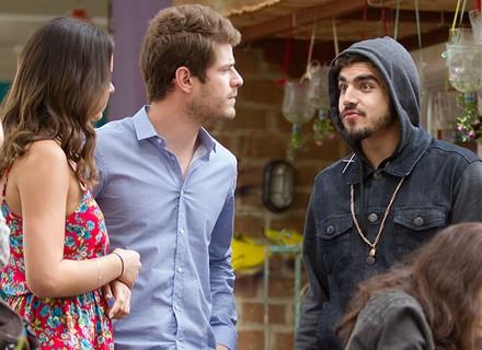 Grego convida Mari e Ben para almoçar com ele e Margot