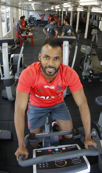 Fernandinho trabalhou pela primeira vez no Flamengo nesta segunda (Foto: Gilvan de Souza/Fla Imagem)