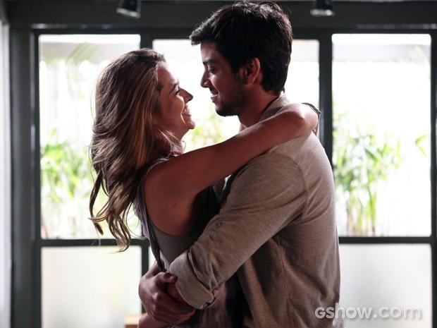 Lili finalmente se declara para Marlon: 'Estou apaixonada' (Foto: Pedro Curi/TV Globo)
