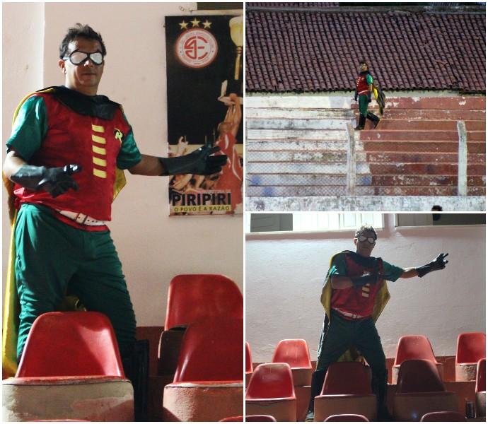 Torcedor vai de Robin ao estádio (Foto: Emanuele Madeira)