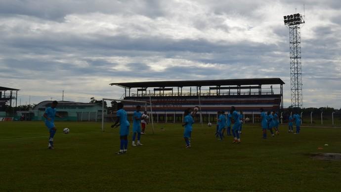 Time do Vilhena treina para estreia na Copa Verde, contra o Mixto-MT (Foto: Jonatas Boni)