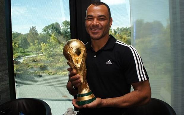 cafu taça copa do mundo (Foto: Fifa.com)