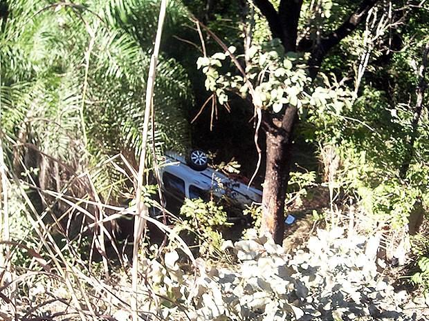 Carro capotou (Foto: Pollyana Araújo/ G1)