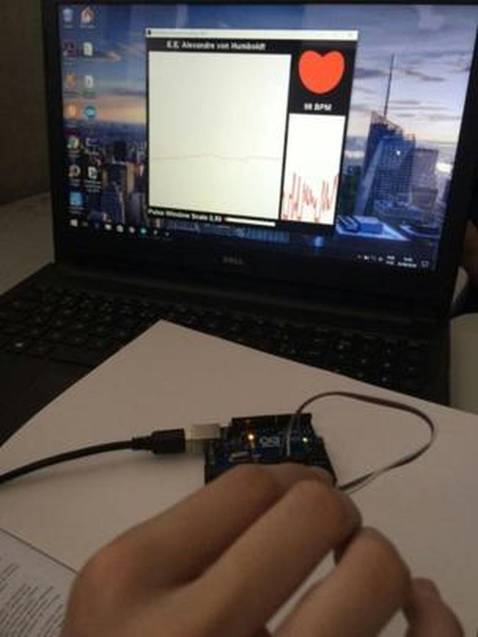 Monitor criado por Nathália identifica alteração em batimentos cardíacos durante episódio de sonambulismo  (Foto: Arquivo Pessoal)
