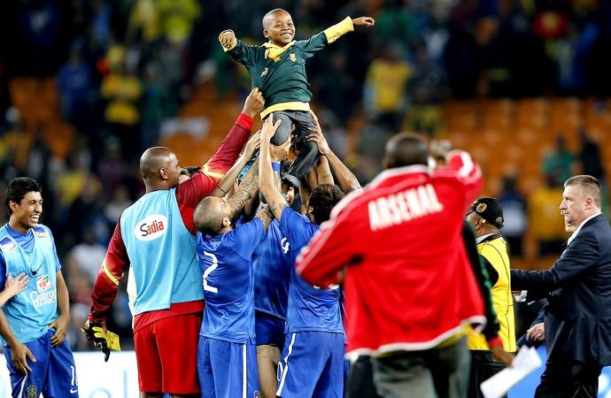 Brasil comemoração menino jogo África do Sul (Foto: AFP)