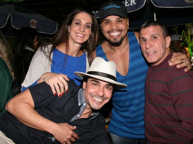 André Gonçalves, Fernanda Venturini, Naldo e Eri Johnson em restaurante na Zona Oeste do Rio (Foto: Robson Moreira/ Divulgação)