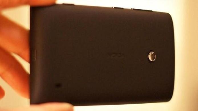 Superlente pode ser acoplada em qualquer smartphone sem precisar de acessório adicional (Foto: Divulgação/ Universidade do Texas)