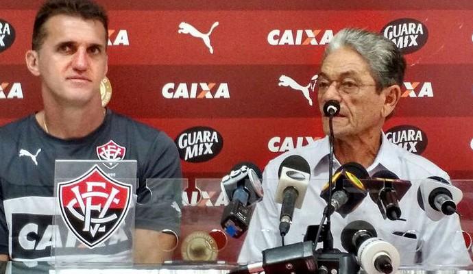 Técnico Vagner Mancini é apresentado pelo presidente do Vitória, Raimundo Viana (Foto: Rafael Santana)