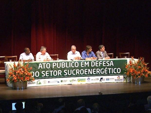 Entidades do setor sucroenergético pedem ajdua do governo contra crise do etanol (Foto: Valdinei Malaguti/ EPTV)