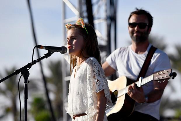 Filha de Alessandra Ambrosio, Anja Louise se apresenta no Coachella (Foto: Getty Images)