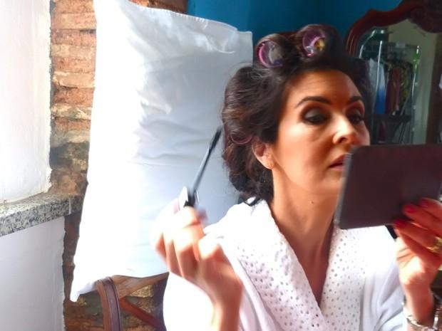 Mais Fátima se maquiando (Foto: Encontro com Fátima Bernardes/TV Globo)