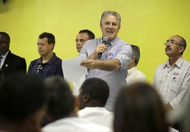 O candidato do PSDB à Prefeitura de Belo Horizonte, João Leite, faz campanha antes das eleições (Foto: Divulgação)