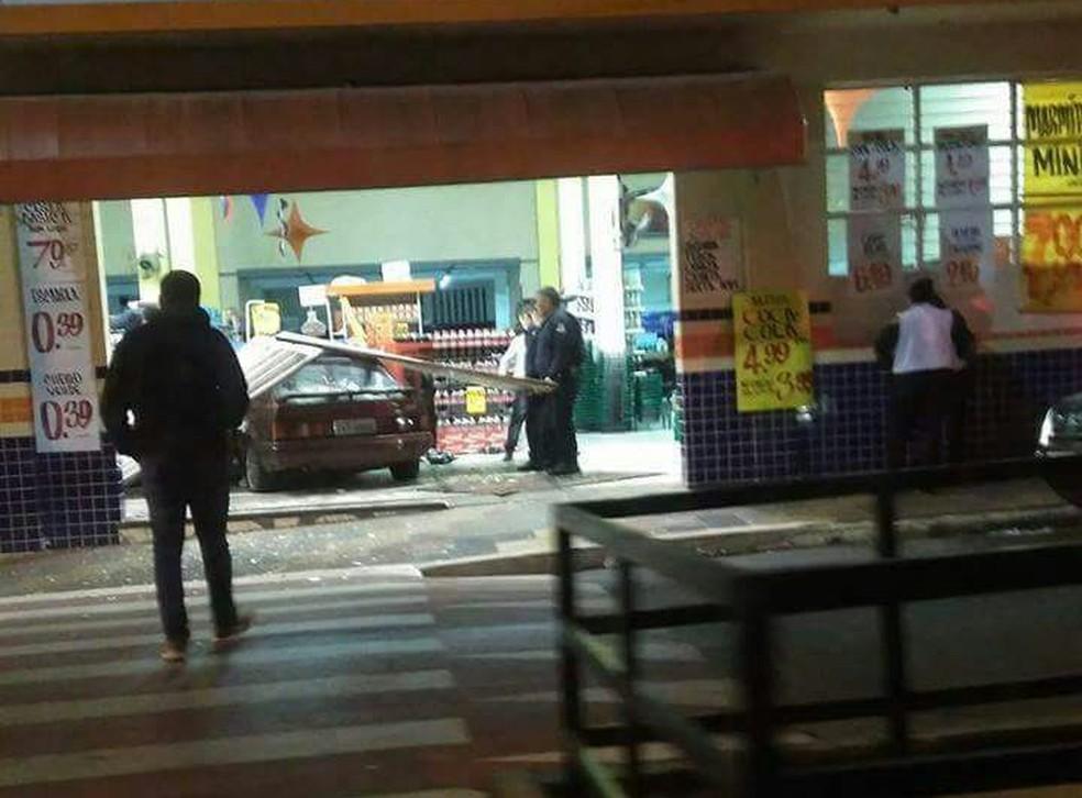 Acidente aconteceu durante a madrugada, em Salto de Pirapora (Foto: Fabíola Costa/Arquivo Pessoal)
