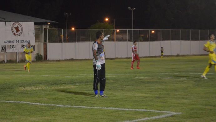 Sem esquecer a função que mais gosta, Vieira pede calma ao time (Foto: Ivonísio Júnior)
