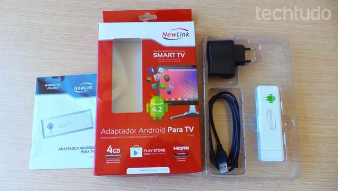 Caixa, manual e acessórios do adaptador com Android para TV da Newlink  (Foto: Reprodução / Dario Coutinho)
