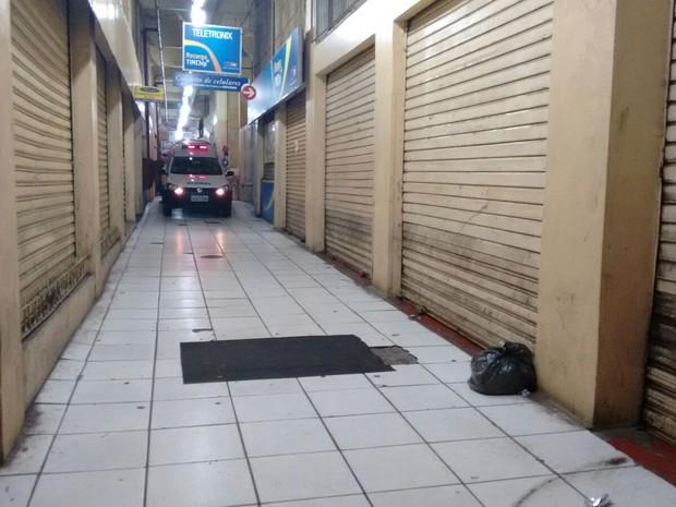 Crime aconteceu em galeria de prédio ocupado em Porto Alegre (Foto: Dayanne Rodrigues/RBS TV)