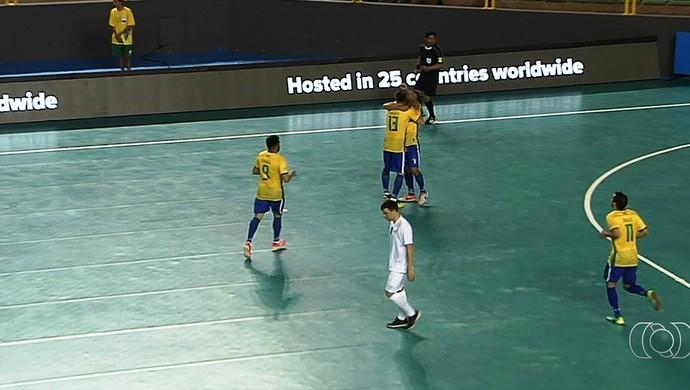 Brasil goleia Israel no Mundial Universitário de Futsal (Foto: Reprodução / TV Anhanguera)