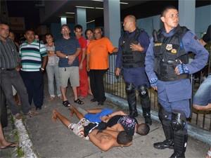 Assaltantes foram presos por guardas municipais (Foto: Walter Paparazzo/G1)