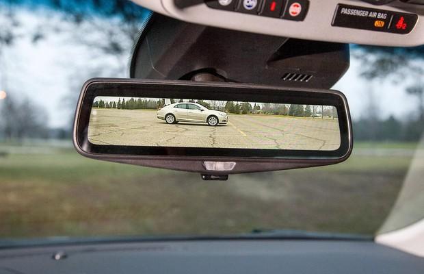 Cadillac CT6 virá com streaming de vídeo no espelho retrovisor
