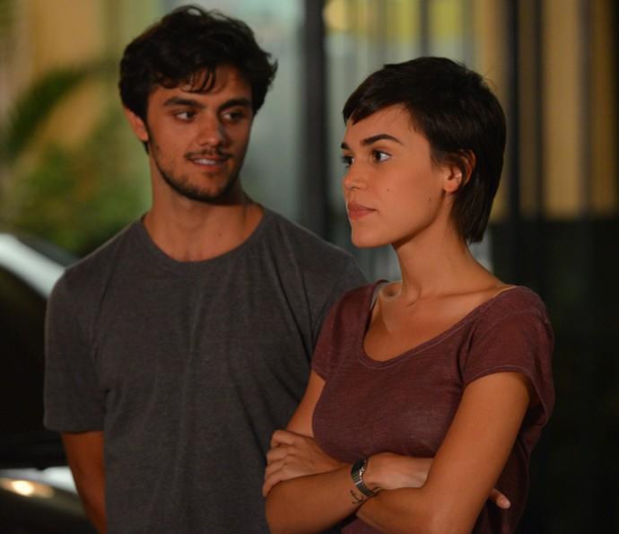 Leila convida Fabinho e Débora para open house (Foto: Pedro Carrilho / Gshow)