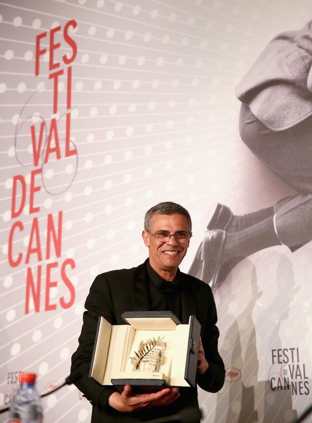 CANNES, FRANCE - MAY 26: Director Abdellatif Kechiche poses with the 'Palme d'Or' for 'La Vie D'adele' at the Palme D'Or Winners Press Conference during the 66th Annual Cannes Film Festival at the Palais des Festivals on May 26, 2013 in Cannes, France.  ( (Foto: Getty Images)