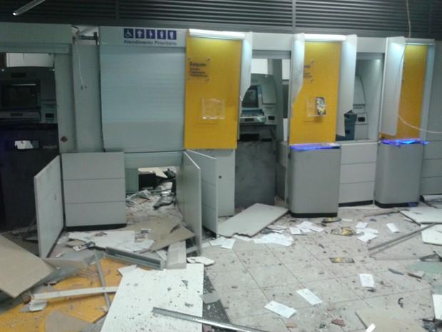 Caixas eletrônicos foram explodidos (Foto: Divulgação/ Polícia Militar)