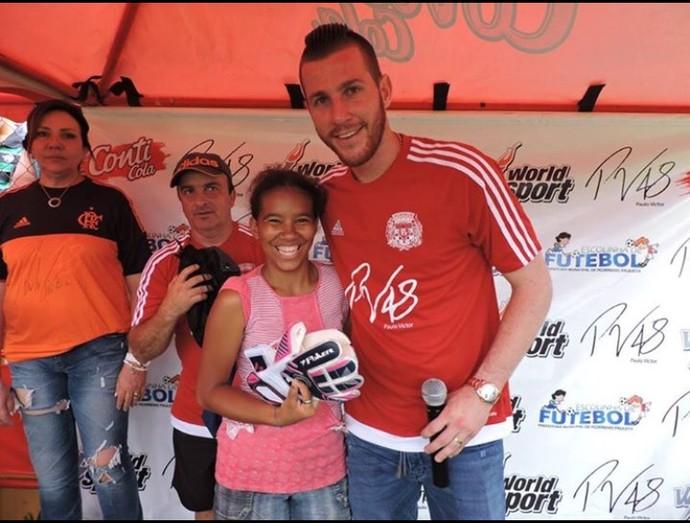 Paulo Victor Flamengo projeto social (Foto: Divulgação)