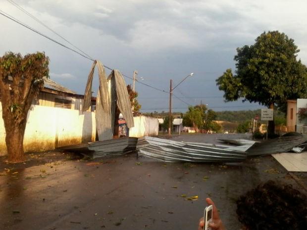 Em Planalto, também teve bastante vento e granizo (Foto: Guilherme Henrique Sturm/Arquivo Pessoal)