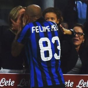 Felipe Melo beija a esposa (Foto: Instagram)