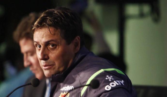 Guillermo Hoyos técnico Bolívia (Foto: Alexandre Lago/GloboEsporte.com)