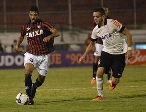 Otávio, volante do Atlético-PR (Foto: Site oficial do Atlético-PR/Gustavo Oliveira)