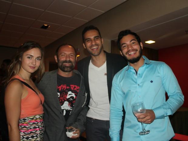 Elenco e diretor compareram à pre-estreia em Manaus (Foto: Romulo de Sousa/G1 AM)