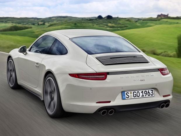 911 50 Years Edition tem a parte traseira mais larga em relação à versão tradicional (Foto: Divulgação)