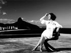 Eliane Giardini, a Ordália de 'Amor à vida', veste branco em ensaio exclusivo