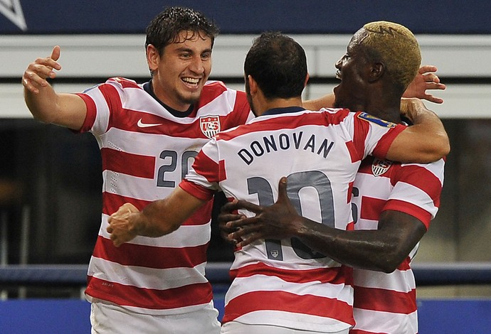 Donovan, Alejandro Bedoya e Eddie Johnson comemoram, EUA x Honduras, Copa Ouro (Foto: AFP)