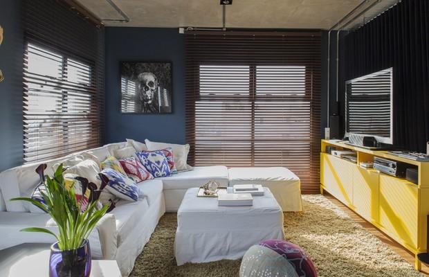Sala de estar com sof (Foto: Victor Affaro / Editora Globo)