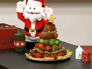 Árvore de Natal feita com frutas é opção saudável (Foto: Reprodução/Bem Estar)