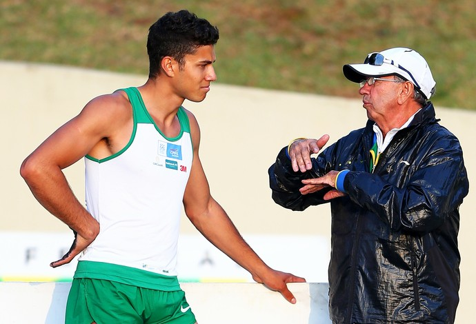 Thiago Braz e o técnico Vitaly Petrov (Foto: Wagner Carmo/CBAt)